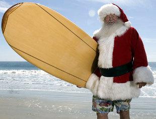 papai-noel-prancha-surf-praia